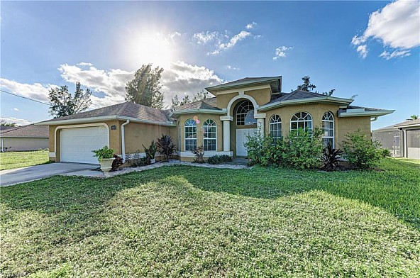 LUXURIOUS Home with POOL - Luxushaus mit Pool in Cape Coral