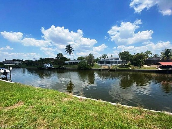 Property with a new seawall - Grundstück in Cape Coral in perfekter Lage