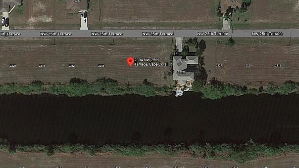 Tolles Grundstück, direkt am Canal!