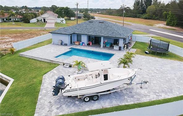 Wunderschönes Haus mit grandiosem Pool in traumhafter Lage